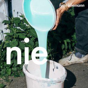 """Fynn Kliemann veröffentlicht sein Album """"nie"""" und erreicht fast Goldstatus"""